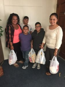 Photo: A family recieving a free Thanksgiving meal