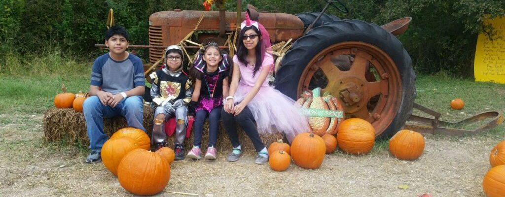 Photo: Family at Owl Creek Farm Pumpkin Patch