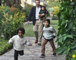 Photo: Eduardo Quintana with children